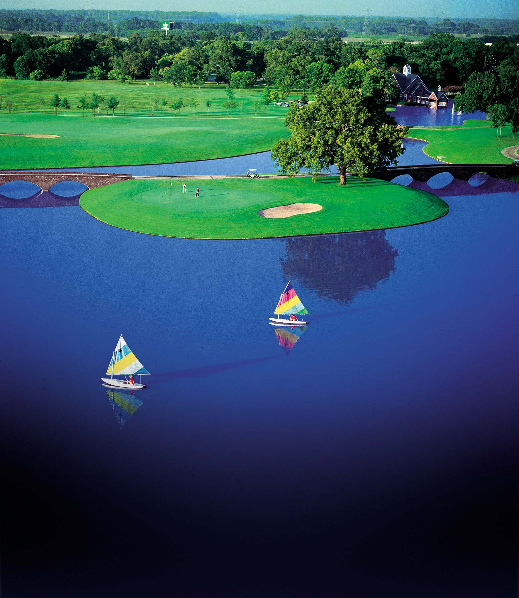 golf course water issues Regular rain events in the lower midwest favor the establishment and spread of a variety of turf diseases,  golf courses that are dealing with serious disease issues.